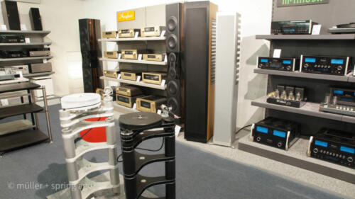 McIntosh, Accuphase